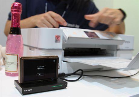 CEATEC 2010 - Transfer Jet technologie pro bezdrátový přenos dat