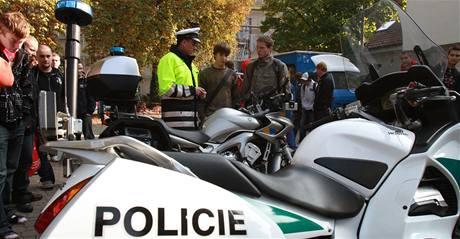 Policisté učili mladé motorkáře bezpečnosti na silnicích