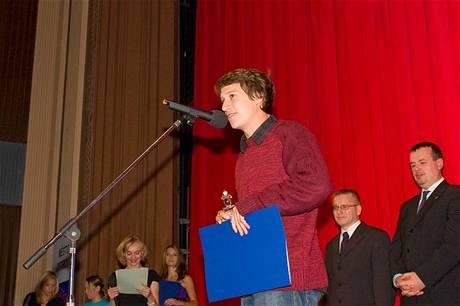 Herec Martin Kraus převzal cenu Oty Hofmana za nejlepší dílo v kategorii děl určených mládeži od 13 do 18 let od odborné poroty a Křišťálový šaton ve stejné kategorii za tvůrce detektivního příběhu Hřích profesora Sodomky.