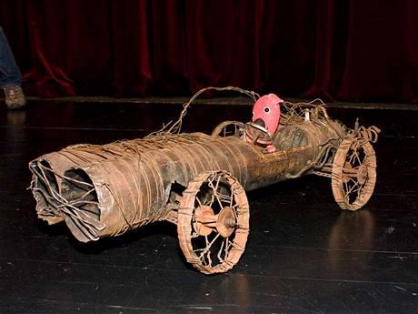 Kuky vyrazil do Ostrova skutečně parádním vozem.