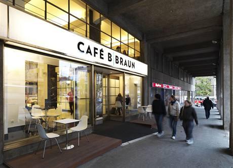 """Nová kavárna """"rozsvítila"""" podloubí Lékařského domu"""