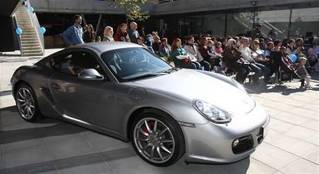 Nov� otev�en� Porsche centrum ve Vratislavic�ch nad Nisou jako pam�tn�k rod�ka Ferninanda Porsche.