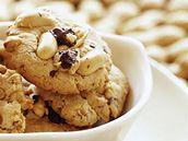 Cookies s arašídy a rozinkami.