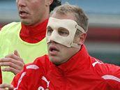 Daniel Kolář se speciálním obličejovým krytem na tréninku Plzně.