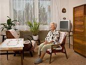 Krejčí Božena Šebáková. Její manžel byl v létě 1950 odsouzen ve vykonstruovaném procesu na 20 let, během jeho trestu musela čelit ústrkům StB a místních komunistů.