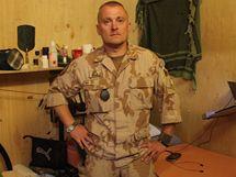 Den českého vojáka v Afghánistánu - Izy u své postele.