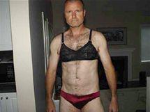 Foto jako důkaz: Plukovník Russell Williams v ukradeném spodním prádle (18. října 2010)