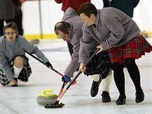 Curling je doslova sport pro všechny. Moc míst, kde by se dal hrát, však není.