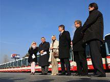 Brněnský dopravní podnik převzal ve čtvrtek 25 nových autobusů, každý z nich pojme až 109 cestujících.
