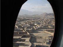 Taktický přelet armádního vrtulníku nad Afghánistánem (říjen 2010)
