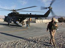 Český armádní vrtulník v Afghánistánu (říjen 2010)