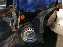 Přívěsný vozík natlačený do mikrobusu