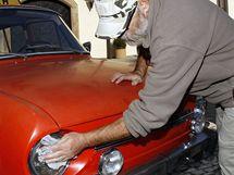 Výstava 100 let autoškoly ve Východočeském muzeu