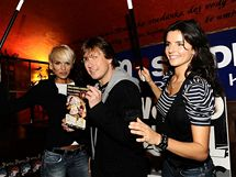 Pavlovi Kožíškovi s kouzly pomáhají modelky Hanka Mašlíková a Martina Dvořáková