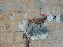 Příprava rozvodů v kuchyni: jinak postupuje elektrikář v případě keramických obkladů, jinak pro MDF desky