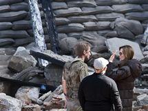 Angelina Jolie natáčí v Budapešti (zde dává pokyny herci Goranu Kosticovi)