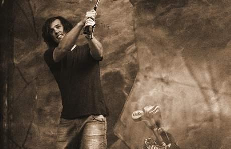 Kalendář Dukly 2011 - listopad: Sjezdař Ondřej Bank v roli golfisty