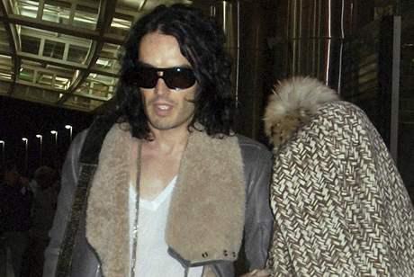 Russel Brand a Katy Perry se nenechali vyfotit ani na letišti