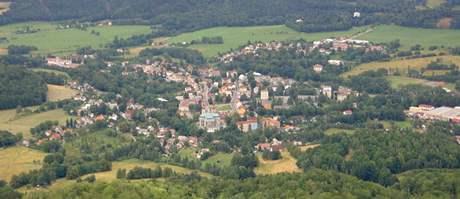 Pohled na Hejnice z vrcholu Ořešníku.