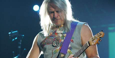 Deep Purple v Olomouci: kytarista Steve Morse.