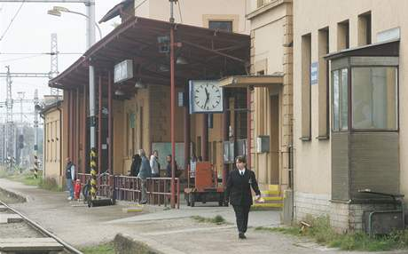 Zchátralé vlakové nádraží v Týništi nad Orlicí.