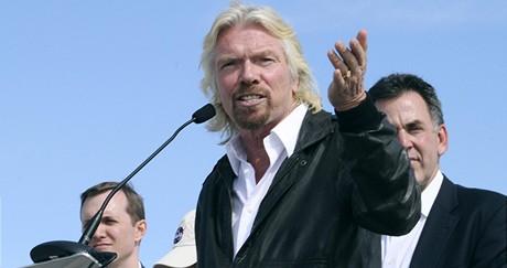 Miliardář Richard Branson věří, že vesmírní turisté vzlétnou z nového kosmodromu v příštích 18 měsících.