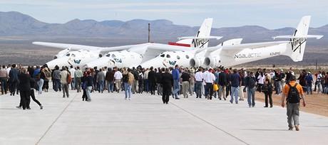 Nosné letadlo White Knight Two se stalo hlavní atrakcí ceremoniálu.