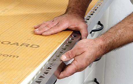 Použijeme Kerdi-Board a ocelový profil