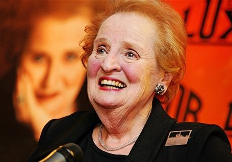 Madeleine Albrightová - autogramiáda knihy Tajná řeč broží