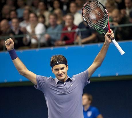 Roger Federer se raduje z vítězství na turnaji ve Stockholmu