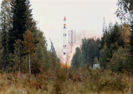 Start rakety Ciklon-3 s mteorologickou družicí  Meteor 3-5