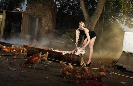 Diana Kobzanová v novém kalendáři provokuje, hlavně svým tělem