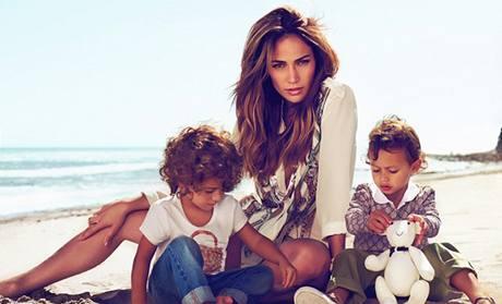 Jennifer Lopezovová a její dvojčata Max a Emme v kampani pro Gucciho