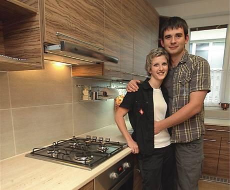 Mladý pár plánuje kuchyni ještě více zabydlet různými rukodělnými výrobky, aby nepůsobila stroze