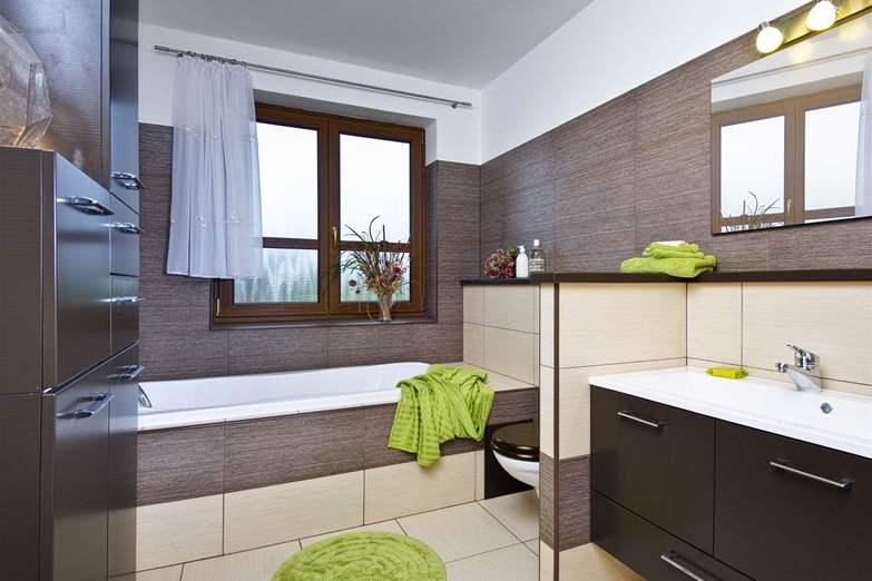 Příklad obložené koupelny