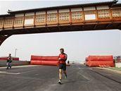 Jarno Trulli se den před tréninky proběhl po novém okruhu F1 v Koreji.
