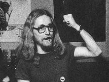 Petar Introvič (uprostřed) a Bluesberry v hostinci Na Pískách zvaném Houtyš v roce 1978.