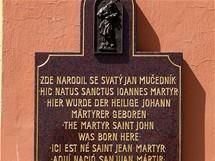 Nepomuk, pamětní deska na kostele sv. Jana Nepomuckého