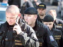 Policisté pátrají po devítileté Aničce. (17. října 2010)