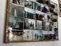 Fotky na nástěnce mudžahedína jsou vlastně stručnou historií Afghánistánu