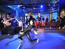 Taneční vystoupení Yemiho a jeho skupiny v Show Jana Krause