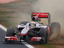 Lewis Hamilton v problémech při kvalifikaci na Velkou cenu Koreje.