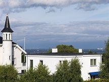 Z obývacího pokoje v nově nastavěném prvním patře se naskýtá výhled na dánský Oresund. Při dobrém počasí je videt švédské pobřeží.