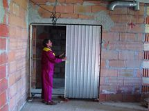 Ilustrační foto: instalace dveřního pouzdra