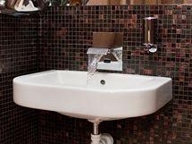 Použitá voda z umyvadel se vyčistí a poslouží třeba na splachování WC