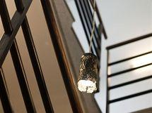 Zajímavá svítidla vznikla z pivních plechovek