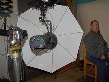 V technické místnosti je i historický stativ na fotoaparát.
