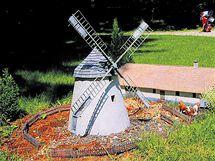 Větrný mlýn Kuželov, technická památka z jihu Moravy.