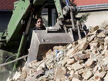 Demolice dělnické kolonie ve Školní ulici v Holešově, kde bydleli neplatiči a Romové.