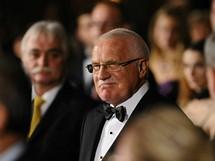 Prezident Václav Klaus přichází na slavnostní ceremoniál.